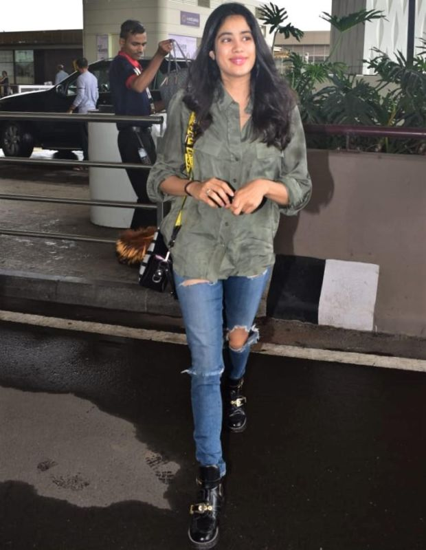 Janhvi Kapoor Spotted At The Airport