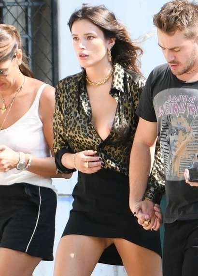 Bella Thorne Out With Friends In Italy