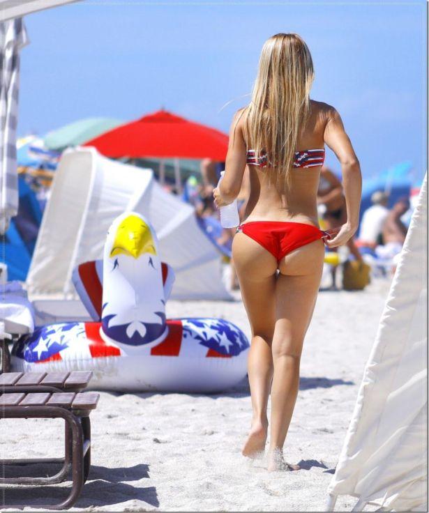 Valeria Orsini On A Vacation At The Beach
